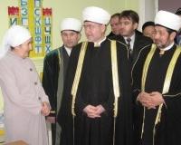 Делегация СМР в мусульманском детском садике (слева заведующая  Х.Мингалиева)