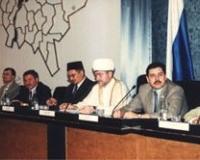 Президиум конференции.  Cлева направо:  профессор В.Мирзеханов, Б.Шинчук, М.Бибарсов, Р.Гайнутдин, Р.Халиков