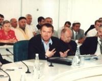 На переднем плане - политолог Шамиль Султанов