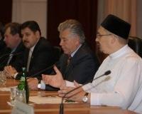 М. Бибарсов предоставляет слово Губернатору Саратовской области П. Ипатову.