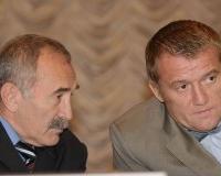 Депутат Государственной Думы Ш. Султанов (справа) и советник президента РФ А.Аслаханов.