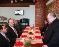 Торжественный обед в честь иностранного гостя