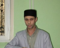 Преподователь Корана Мирали Мунсиф в перерыве устроил исполнение