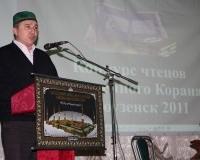 Председатель Новоузенской мечети Рушан Акчурин благодарит гостей