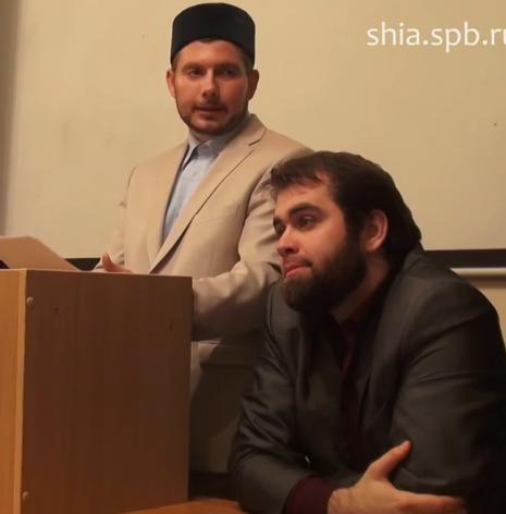 На фото Чолханов выступает на совместной с русскими мусульманами конференции. В президиуме М. Байдак