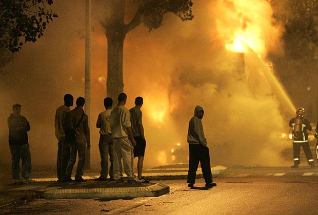Беспорядки в пригороде Парижа. 3 ноября 2005 Фото: Christophe Ena / AP