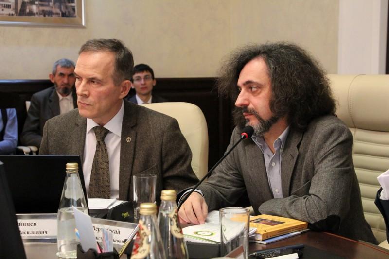 Анатолий Пчелинцев и Александр Верховский (справа)