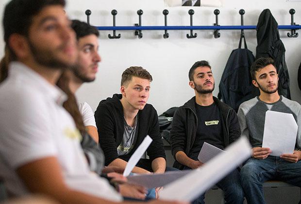 Студенты Ольденбургского университета им. Карла фон Осецкого обсуждают образ мусульман в СМИ. 15 октября 2014 Фото: Hannibal / Reuters