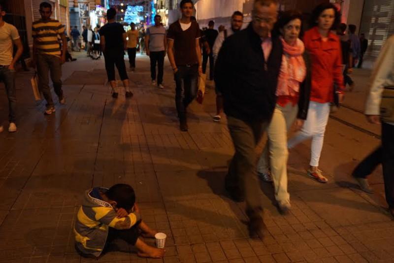 «Он просто хочет денег», – говорили прохожие, глядя на босого мальчика на самой буржуазной улице Стамбула