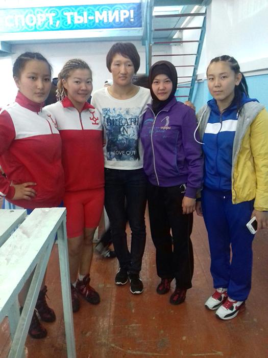С известной спортсменкой Айсулуу Тыныбековой